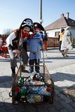 人们出席传统马索普斯特狂欢节 免版税库存图片