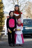 人们出席传统马索普斯特狂欢节 库存图片
