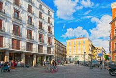 人们和游人圣克鲁斯广场的 在这个正方形是buil 库存照片