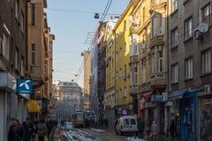 人们和电车在Ignatiev伯爵街道在索非亚,保加利亚 免版税库存照片
