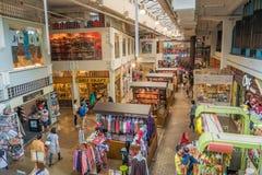 人们在主要市场附近能看的探索和购物 它是有被恢复的艺术装饰门面的一个文化遗产站点 免版税库存图片