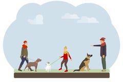 人们在公园遛他们的狗 人们训练并且遛他们的狗反对天空 库存例证