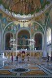 人们在基督和新的M的复活的教会里 免版税图库摄影