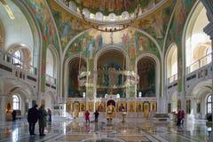 人们在复活的教会里基督和新 免版税库存图片