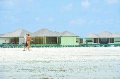 人们在天堂海岛,马尔代夫的假日 2012年3月 免版税库存照片