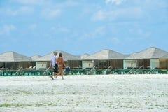 人们在天堂海岛,马尔代夫的假日 2012年3月 库存图片