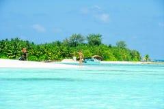 人们在天堂海岛,马尔代夫的假日 2012年3月 库存照片