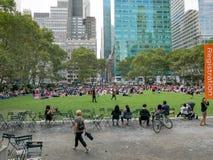 人们在布耐恩特公园,纽约 库存图片