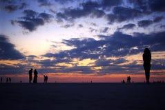 人们在沙漠 免版税库存图片