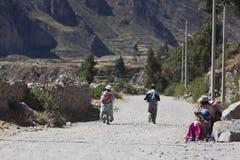 人们在秘鲁 库存图片