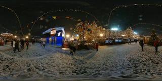 人们在红场出席圣诞节市场 库存照片