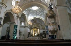 人们在苏克雷,玻利维亚大城市大教堂里  库存照片