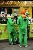 人们在酒吧庆祝了在圣帕特里克` s天ParadeÂ以后在都伯林,爱尔兰, 2015年3月18日 库存照片