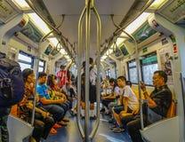 人们坐BTS火车在曼谷,泰国 免版税库存照片