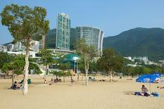 人们放松在斯坦利镇海滩在香港,中国 免版税库存图片
