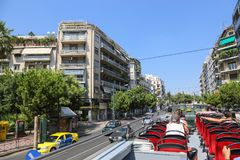 人们漫步在雅典,希腊街道  库存照片