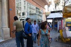 人们漫步在雅典,希腊街道  库存图片