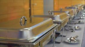 人们编组承办的自助餐食物室内在豪华餐馆用肉 影视素材