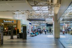 人们购物在伟大的购物中心的,米尔皮塔斯 库存图片