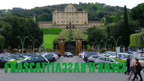 人们走边路弗拉斯卡蒂有别墅Aldobrandini豪宅的罗马意大利 股票视频
