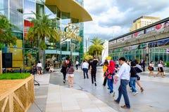 人们走进出泰国模范商城 它是 免版税库存图片