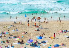 人休息海洋海滩 葡萄牙 库存照片