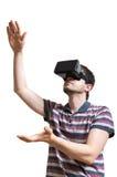 人佩带虚拟现实耳机 背景查出的白色 库存图片
