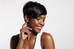 黑人俏丽的妇女 免版税库存照片