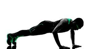 人俯卧撑锻炼健身剪影 免版税库存图片
