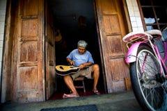 人做吉他 免版税库存照片