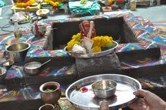 人做祈祷Ganesha阁下 库存照片