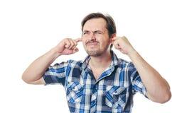 人关闭手指耳朵 免版税库存照片