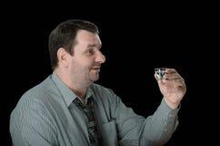 人准备喝伏特加酒射击 免版税库存图片