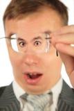 人凝视惊奇的眼镜 库存图片
