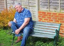 人前辈 痛苦的膝伤或关节炎 库存照片