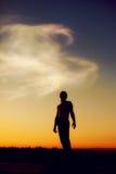 人剪影日落的,跟随您的梦想 库存照片
