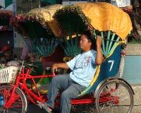 人力车司机在台湾采取休息 库存照片