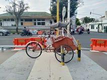 人力车在midle城市 免版税库存照片