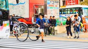 人力车服务人一项地方车和服务在Sensoji寺庙著名寺庙在东京 免版税图库摄影