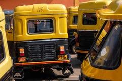 人力车计程车车站在帕纳吉,果阿,印度 免版税图库摄影