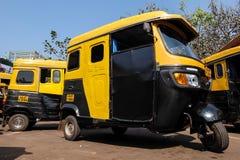 人力车计程车车站在帕纳吉,果阿,印度 免版税库存图片