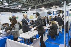 人参观的位2015年,国际旅游业交换在米兰,意大利 库存图片