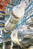 人参观肯尼迪航天中心 免版税库存图片