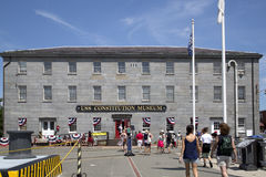 人参观USS宪法博物馆 免版税图库摄影