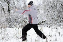 人向体育运动求助在冬天户外 库存照片