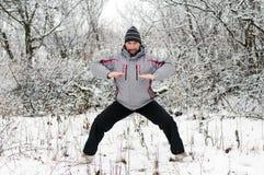 人向体育运动求助在冬天户外 免版税图库摄影