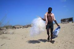 人向钓鱼求助在Dhanushkodi,泰米尔纳德邦,印度 库存照片