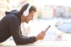 人听的音乐或观看的录影 库存照片