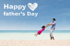 人和女儿庆祝父亲节 免版税库存照片
