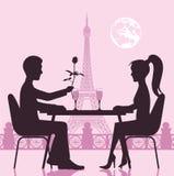 人和女孩在餐馆的一次浪漫会议 St华伦泰 免版税图库摄影